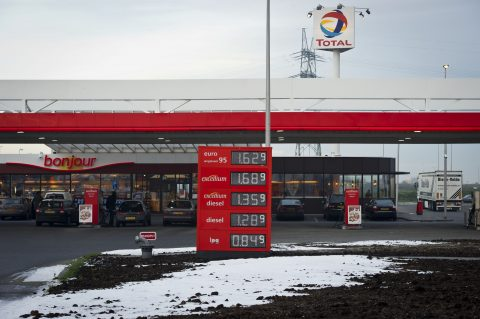 Total, benzinepomp, tankstation