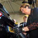 vastzetten kentekenplaat, burgemeester Jorritsma Almere