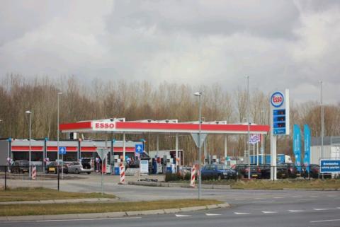 Esso Almere Buiten Oost Van Staveren, tankstation
