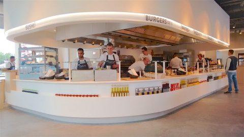 Nieuw concept nrgvalue barbecue zelfgemaakt brood en open keuken
