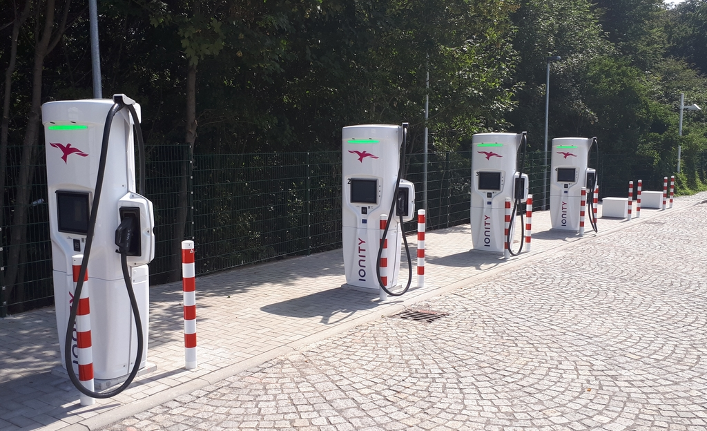 ACM: onderzoek naar tarieven voor opladen van elektrische auto's
