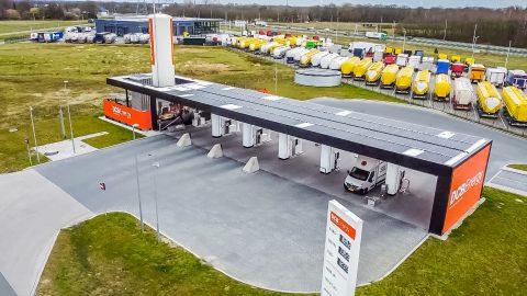 Zonnepanelen dak tankstation